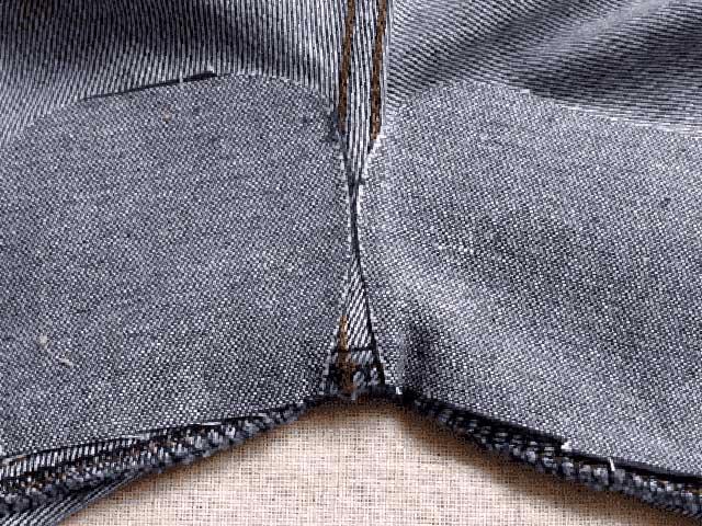 Незаметная заплатка на джинсах между ног